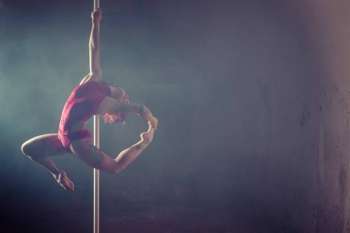 Pole dance : 10 bonnes raisons de se lancer!